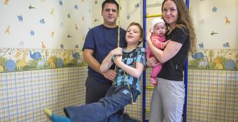 Совсем недавно в дружной семье родилась дочь. Теперь их четверо: Ольга, Виктор, Вера и Олег.