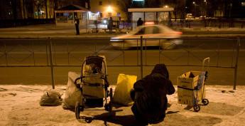 Бездомные легко соглашаются на уговоры вербовщиков, так как привыкли жить нынешним днем.